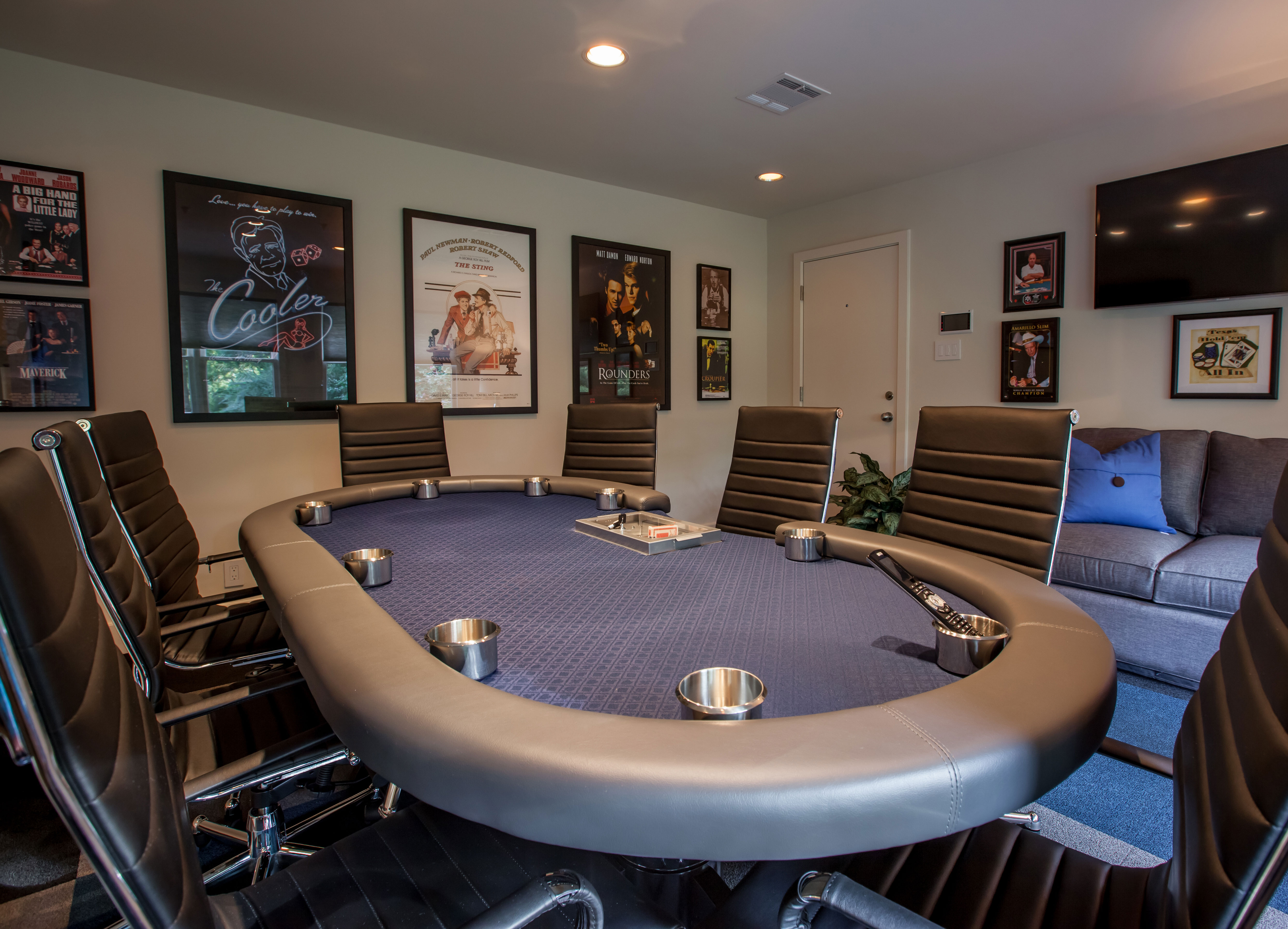 HOLLOW-WAY–Poker-Game-Room